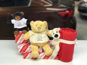 Kenelle antaisit lahjaksi jonkin näistä tuotteista? Lisää Toyota-tuotteita ja -tekstiilejä esillä Hatanpään myymälässämme! #tammerauto #toyotatuotteet #lahjaidea