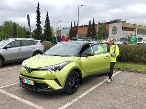 Tämä katseenvangitsija luovutettiin tänään uudelle omistajalleen! 💚 Näitä autoja tulee Suomeen vain rajoitettu erä. #tammerauto #toyotatammerauto #toyotatampere #toyotachrhybrid #limegreen